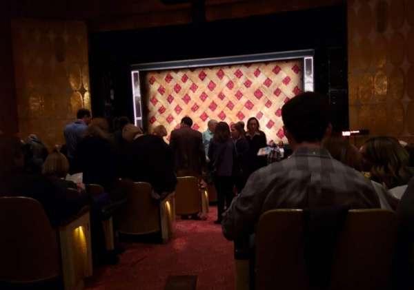 Fisher Theatre, secção: MNRT, fila: W, lugar: 2