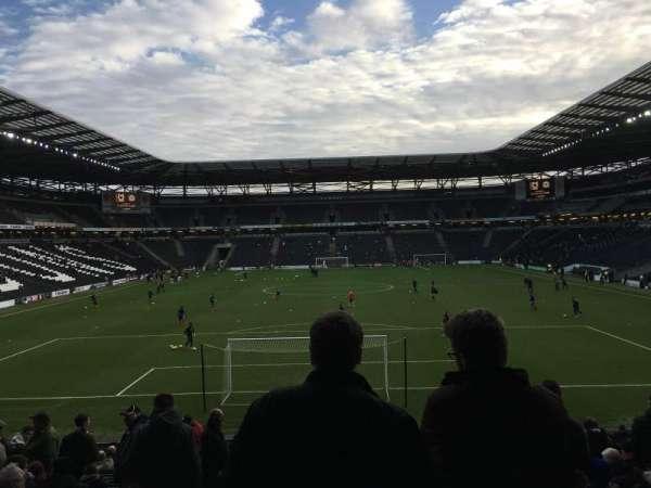 Stadium MK, secção: Aisle 32, fila: AA, lugar: 910