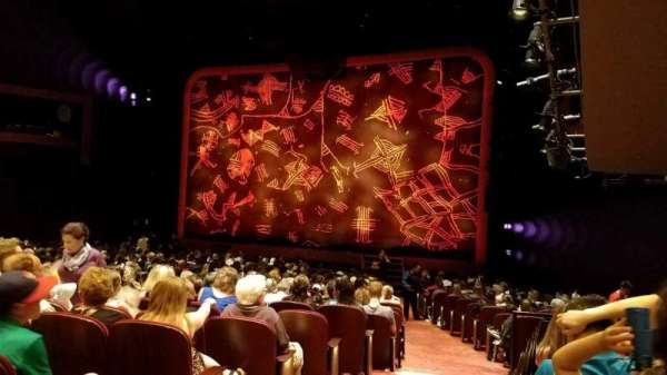 Minskoff Theatre, secção: Orchestra R, fila: V, lugar: 2