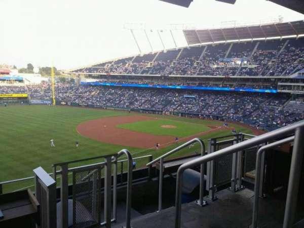Kauffman Stadium, secção: CRTBLE19, fila: TBLD, lugar: 1-2