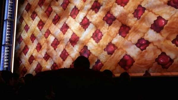 Brooks Atkinson Theatre, secção: orchestra r, fila: D, lugar: 6
