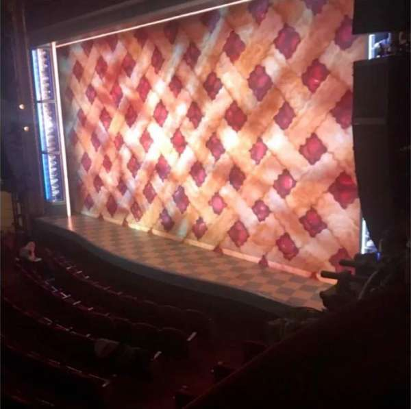 Brooks Atkinson Theatre, secção: Right Box, fila: 2, lugar: 3