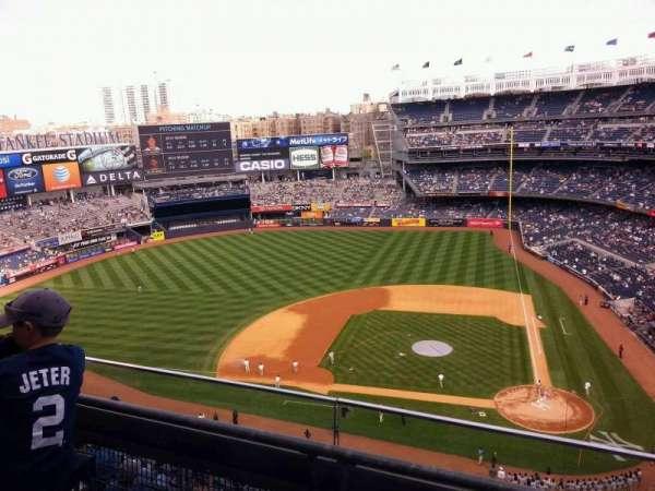 Yankee Stadium, secção: 423, fila: 2, lugar: 3