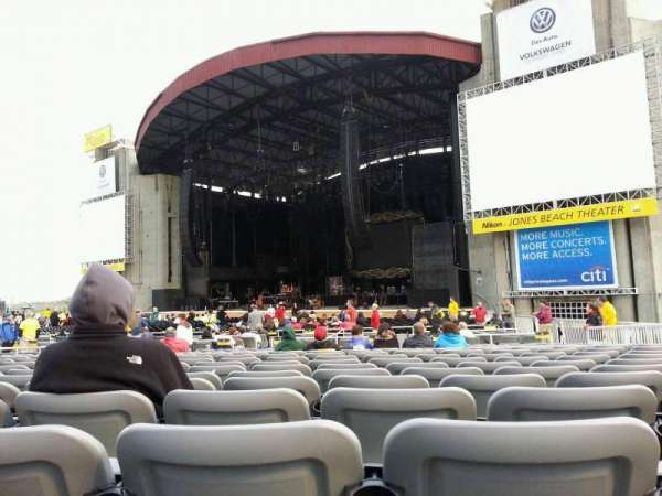 Jones Beach Theater, secção: G, fila: SS, lugar: 17
