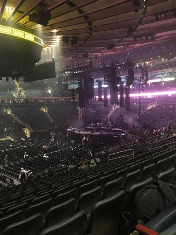 Madison Square Garden, secção: 106, fila: 22, lugar: 3
