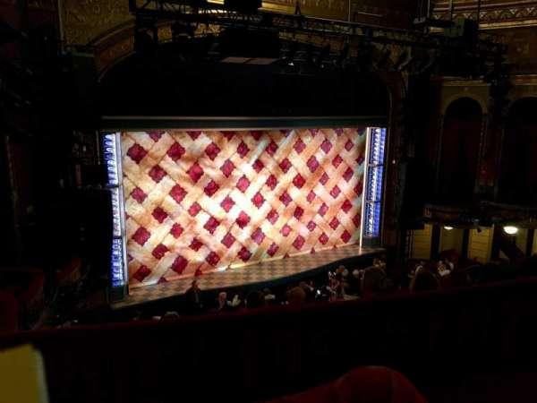 Brooks Atkinson Theatre, secção: Rear Mezzanine L, fila: E, lugar: 01