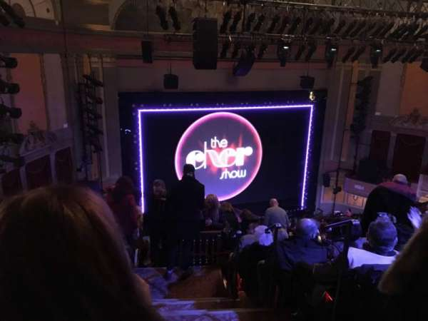 Neil Simon Theatre, secção: Mezzanine L, fila: M, lugar: 1
