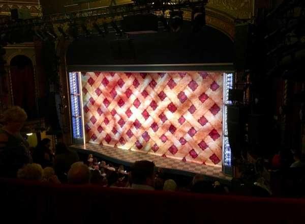Brooks Atkinson Theatre, secção: Rear Mezzanine R, fila: E, lugar: 6