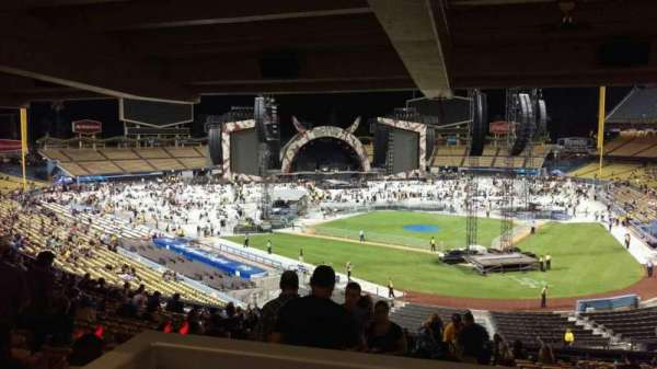Dodger Stadium, secção: 111LG, fila: W, lugar: 4