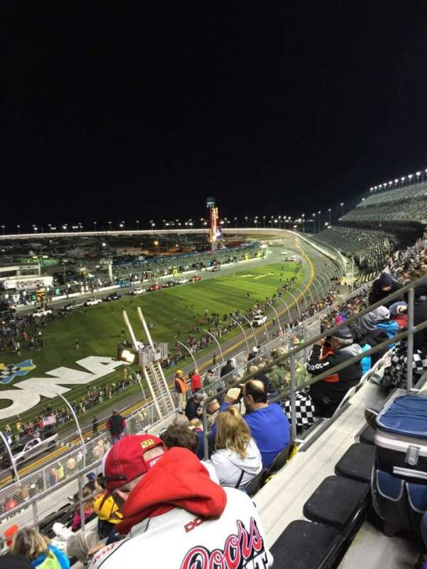Daytona International Speedway, secção: N, fila: 36, lugar: 8