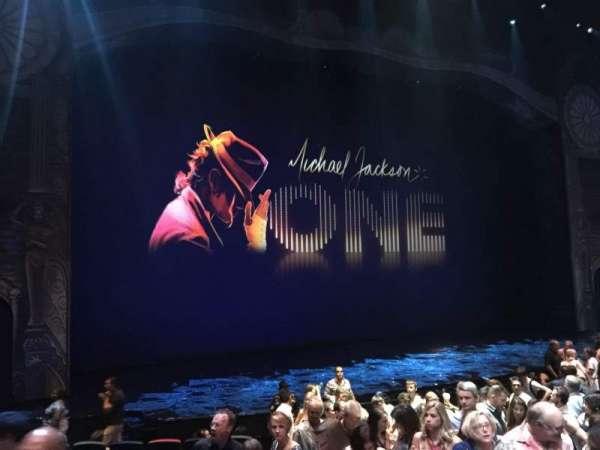 Michael Jackson One Theatre, secção: 101, fila: L, lugar: 7