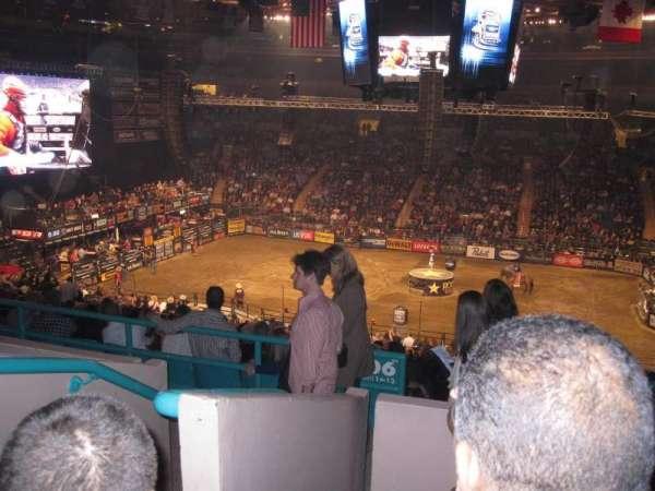 Madison Square Garden, secção: 208, fila: 4, lugar: D1