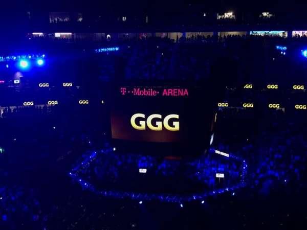 T-Mobile Arena, secção: 206, fila: Q, lugar: 8