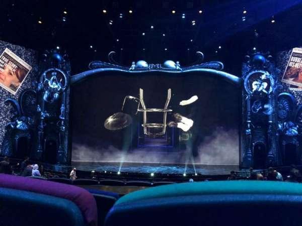 Michael Jackson One Theatre, secção: 203, fila: CC, lugar: 9