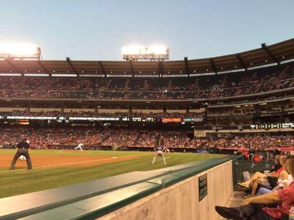 Angel Stadium, secção: 109, fila: AA, lugar: 5