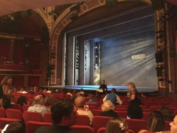 Broadway Theatre - 53rd Street, secção: Orchestra R, fila: Q, lugar: 27