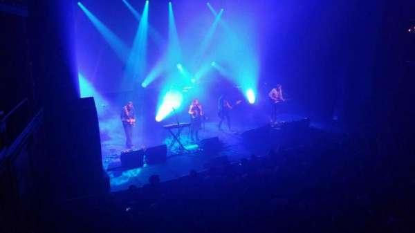 The Vic Theatre, secção: Mezzanine 400, fila: 1, lugar: 1
