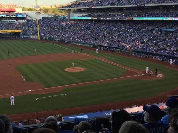 Kauffman Stadium, secção: 305, fila: E, lugar: 8