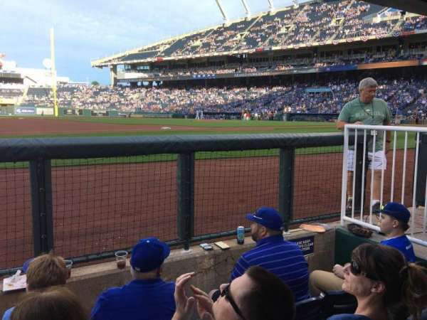 Kauffman Stadium, secção: DUGSTE, fila: STE, lugar: 19