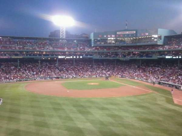 Fenway Park, secção: Green Monster 7, fila: 1, lugar: 13