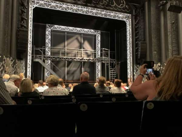 Trafalgar Theatre, secção: Stalls, fila: L, lugar: 20