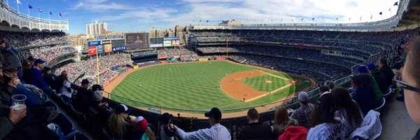 Yankee Stadium, secção: 428, fila: 3, lugar: 8