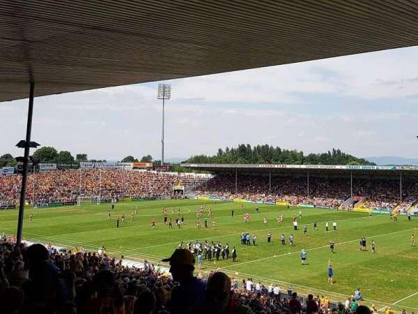 Semple Stadium, secção: 209, fila: FF, lugar: 12