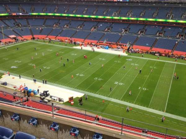 Empower Field at Mile High Stadium, secção: 504, fila: 4, lugar: 15
