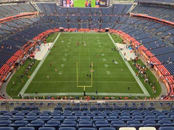 Empower Field at Mile High Stadium, secção: 522, fila: 10, lugar: 8