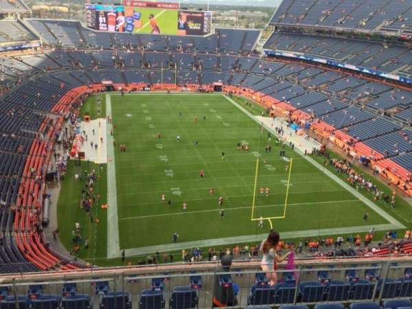 Broncos Stadium at Mile High, secção: 524, fila: 8, lugar: 7