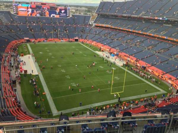 Empower Field at Mile High Stadium, secção: 526, fila: 7, lugar: 3
