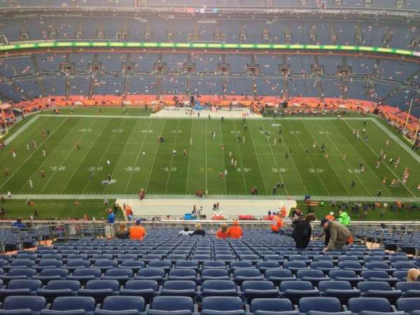 Broncos Stadium at Mile High, secção: 525, fila: 27, lugar: 6