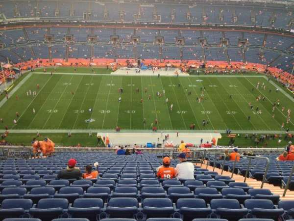 Broncos Stadium at Mile High, secção: 536, fila: 26, lugar: 9