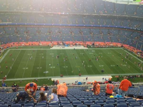 Broncos Stadium at Mile High, secção: 537, fila: 30, lugar: 9