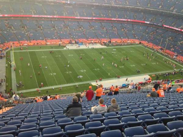 Broncos Stadium at Mile High, secção: 539, fila: 24, lugar: 22