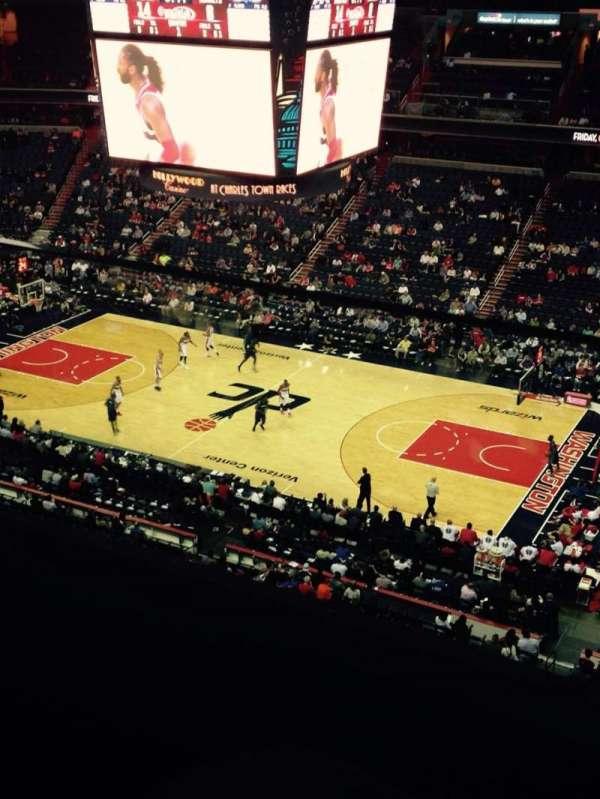 Capital One Arena, secção: 402, fila: A, lugar: 14