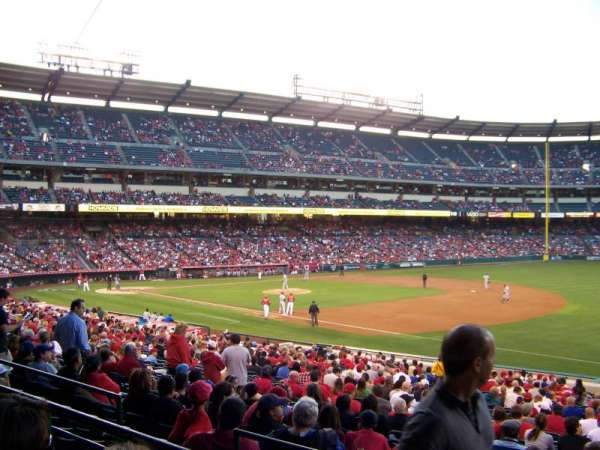 Angel Stadium, secção: T226, fila: B, lugar: 19