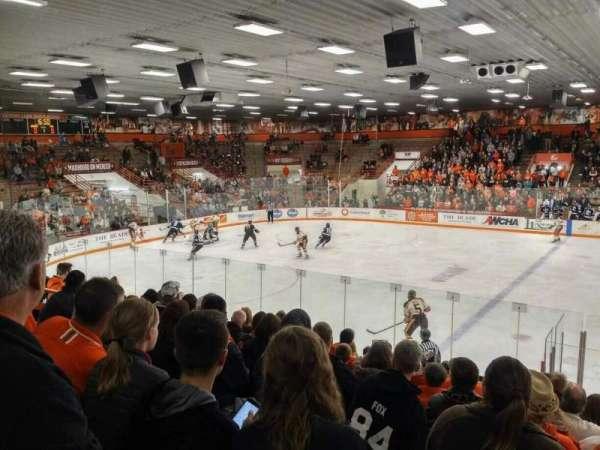 Slater Family Ice Arena, secção: C, fila: 14, lugar: 13