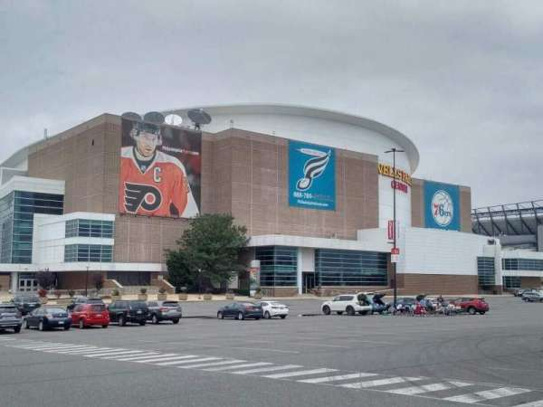 Wells Fargo Center, secção: exterior
