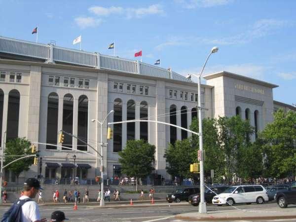 Yankee Stadium, secção: exterior