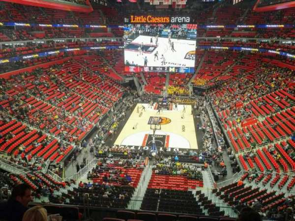 Little Caesars Arena, secção: M2, fila: 4, lugar: 20