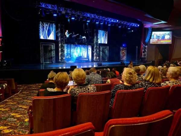 Orleans Showroom, secção: BB, fila: J, lugar: 1-3
