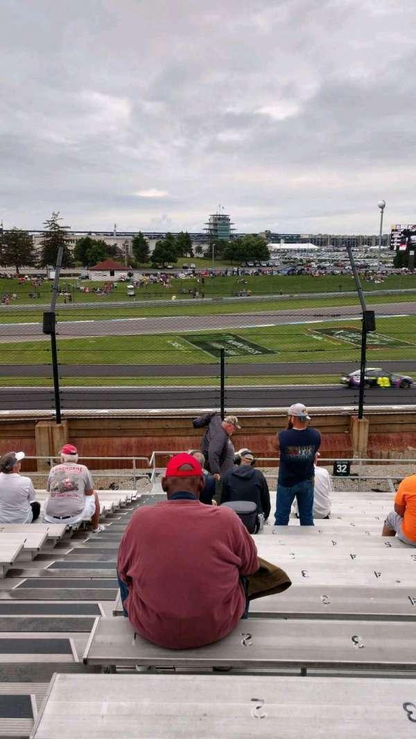 Indianapolis Motor Speedway, secção: 32, fila: V, lugar: 1