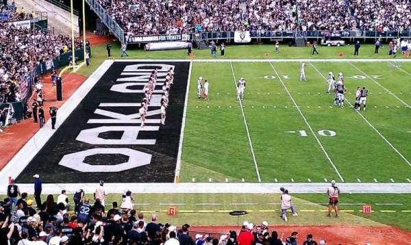 Oakland Coliseum, secção: 221, fila: 1, lugar: 18