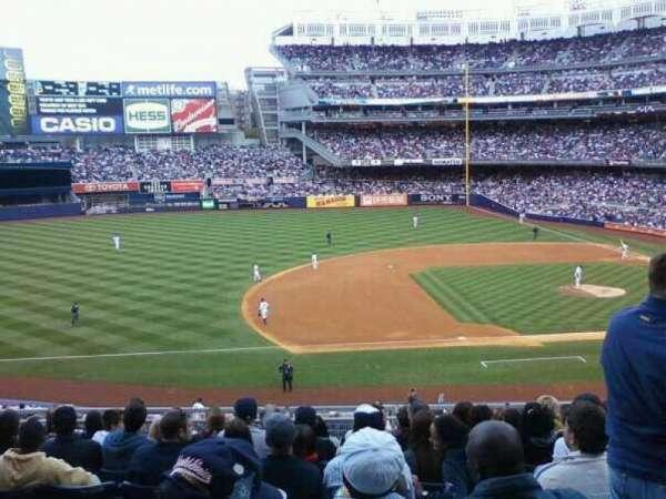 Yankee Stadium, secção: 122, fila: 10, lugar: 8