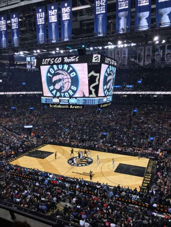 Scotiabank Arena, secção: 320, fila: 3, lugar: 4