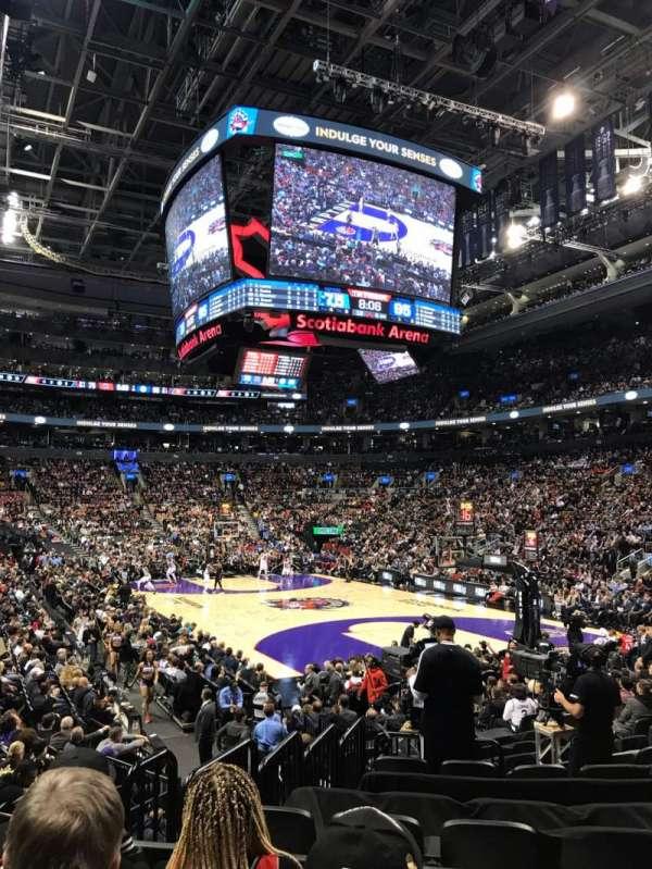 Scotiabank Arena, secção: 104, fila: 13, lugar: 13