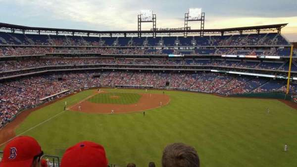 Citizens Bank Park, secção: 301, fila: 8, lugar: 17