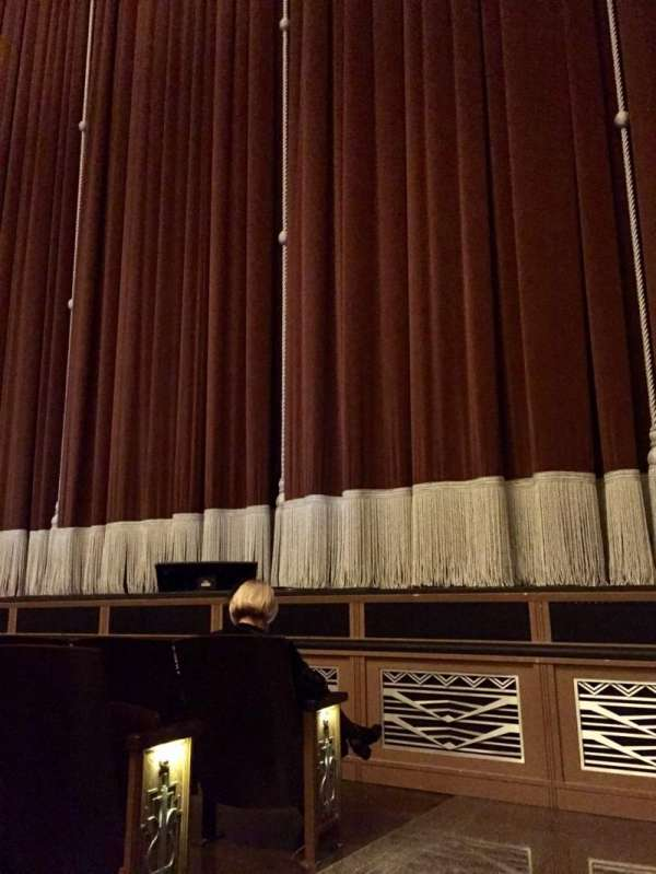 Reynolds Hall at The Smith Center, secção: Right Orchestra, fila: B, lugar: 301