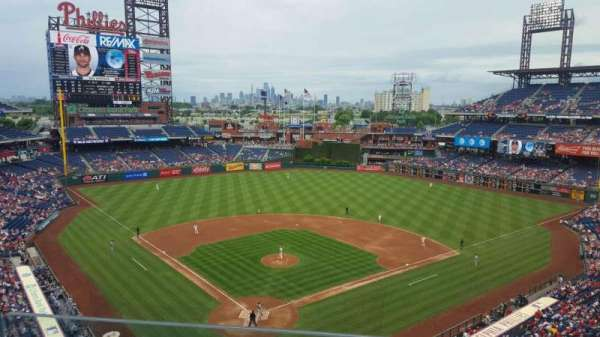 Citizens Bank Park, secção: 320, fila: 2, lugar: 4